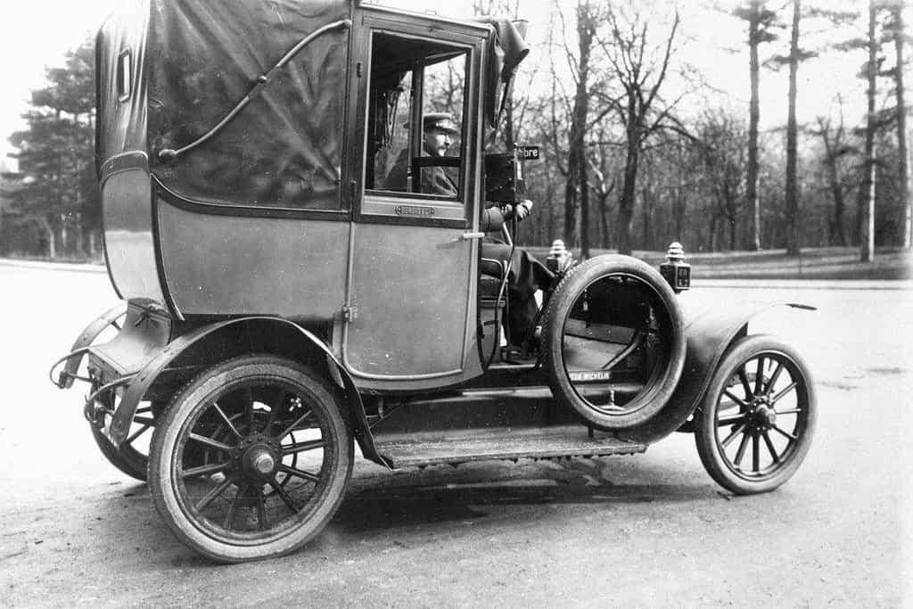 Taxi obuté v pneumatikách Michelin, rok 1910
