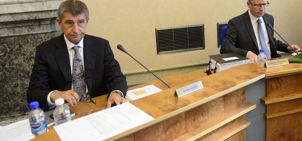 Ministr financí Andrej Babiš a premiér Bohuslav Sobotka (vpravo).