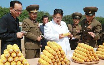 Kim Čong-un na inspekci zemědělského družstva