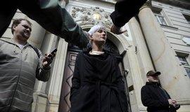 Rath označil své zadržení za politický útok, policie podle něj zneužívá svou pravomoc k zastrašování a likvidaci politických odpůrců. S novináři hovořila jeho mluvčí Berill Mascheková.