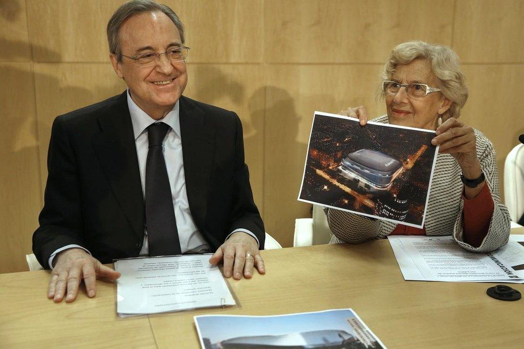 Prezident Realu Madrid Florentino Pérez a starostka města Manuela Carmenaová