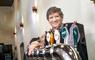 I v Česku se budou stále víc rozevírat nůžky mezi cenou piva v restauraci a v obchodech, říká šéf Budvaru Jiří Boček.