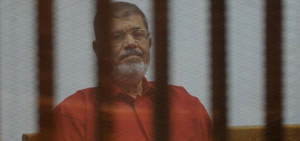 Bývalý egyptský prezident Muhamad Morsí u soudu