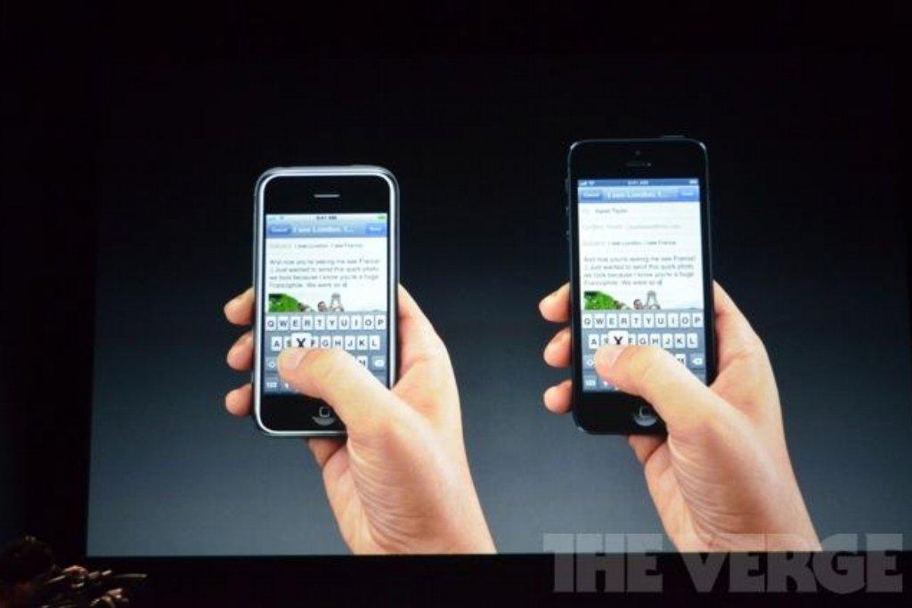 Apple představil nový iPhone už ve 13. minutě po zahájení keynote. Dříve byly úvody mnohem rozvláčnější a než Steve Jobs došel k tomu nejdůležitějšímu produktu, na který všichni čekali, uplynula klidně i hodina.