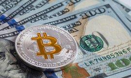 Bitcoin vystoupil na roční maximum, atakoval hranici devíti tisíc dolarů