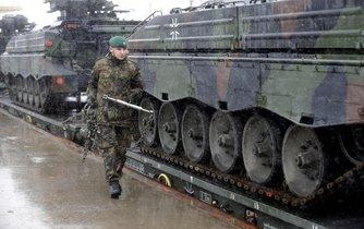 Na východní frontu. Čeští vojáci se od příštího roku zapojí do předsunutého aliančního uskupení v Litvě pod vedením Němečka.