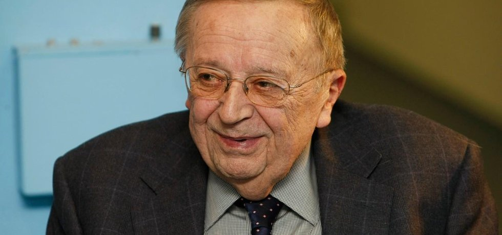 Exministru vnitra Karlu Čermákovi bylo 82 let