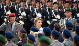 Ministryně obrany Ursula von der Leyenová chce zahájit nábor kaplanů imámů a rabínů
