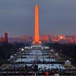 S východem slunce se lidé začali shromažďovat v parku National Mall