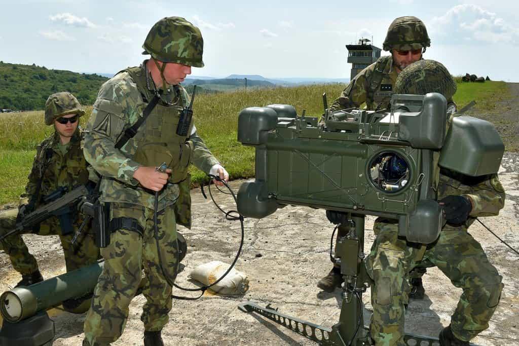 Strakoničtí vojáci s ručním raketovým protiletadlovým systémem RBS-70