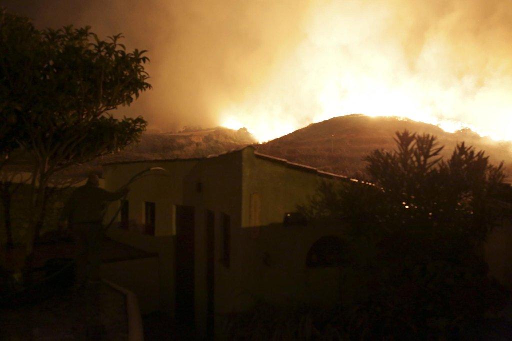 Požáry v Portugalsku a Španělsku si vyžádaly životy nejméně 39 lidí