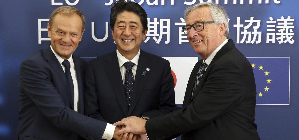 Donald Tusk, Šinzó Abé a Jean-Claude Juncker