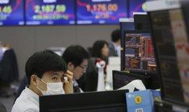 Koronavirus může mít stejný efekt jako krach banky Lehman Brothers, tvrdí přední ekonom