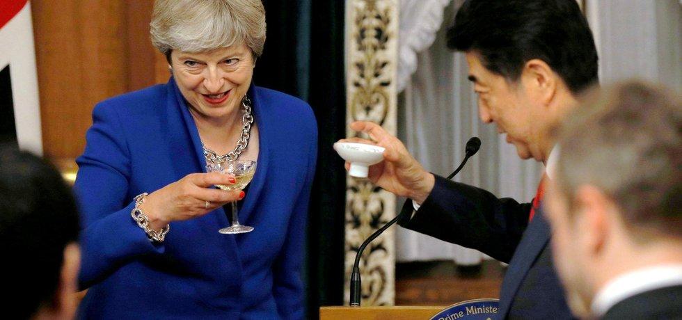 Britská premiérka Theresa Mayová na návštěvě Japonska ujistila hostitele, že nebezpečí ze Severní Koreje budou obě země čelit společně