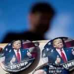 Během inaugurace Donalda Trumpa lze zakoupit placky s novým americkým prezidentem
