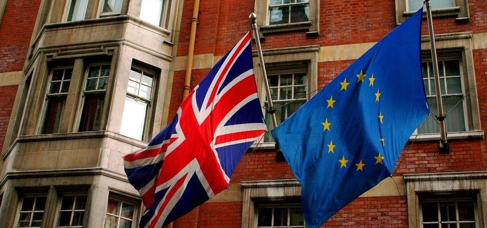 Vlajky Velké Británie a Evropské unie (autor: Dave Kellam via Wikimedia Commons; CC-BY-SA-2.0)