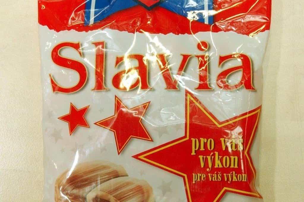 Příznivci populárních fotbalových týmů si už desítky let mohou kupovat bonbony v klubových barvách. Slavia nebo Klokanky patří mezi stálice. Bonbony Sparta se na téměř čtyřicet let přestaly vyrábět, letos se ale na trh vrátily.