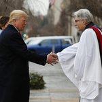 Donald Trump přichází s manželkou Melanií na bohoslužbu do kostela sv. Jana