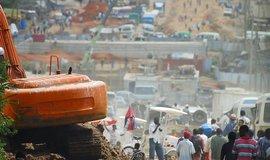 Výstavba hlavní třídy ve městě Dar es Salaam