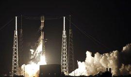 SpaceX zahájila budování sítě Starlink, na oběžnou dráhu vynesla první satelity