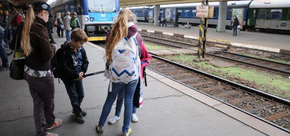 Cestující na pražském Smíchovském nádraží, ilustrační foto