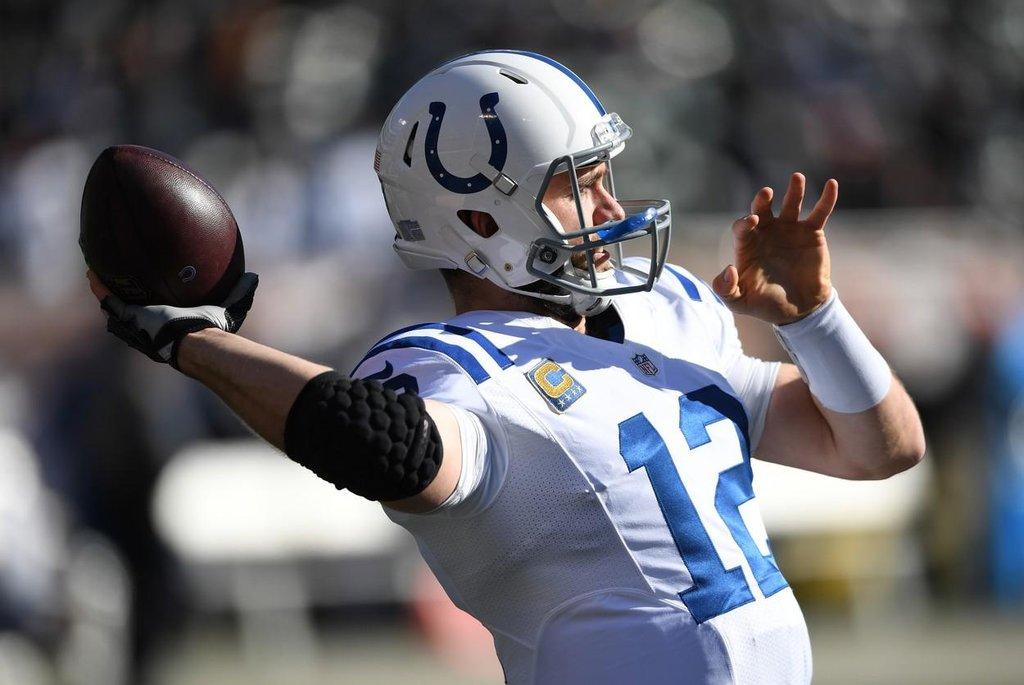 6.-7. Andrew Luck (americký fotbal) – 50 milionů dolarů. Nástupce legendárního Peytona Manninga v týmu Indianapolis Colts podepsal loni novou smlouvu, která mu zajistila bonus 12 milionů dolarů jen za podpis. Celkově si za pět let přijde na 123 milionů dolarů. Pokud se stane přitažlivějším pro sponzory, měl by v žebříčku v příštích letech ještě stoupat.