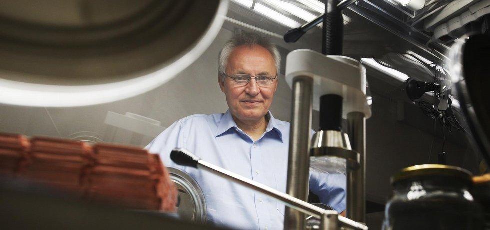 Jan Procházka, český vědec, který připravuje revoluční baterie