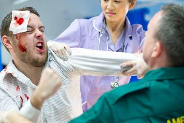 agresivní pacient, agrese, násilí, útok,