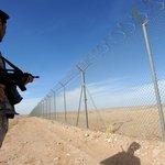 Plot mezi Irákem a Saúdskou Arábií je dlouhý 814 kilometrů. Byl postaven v roce 2014.