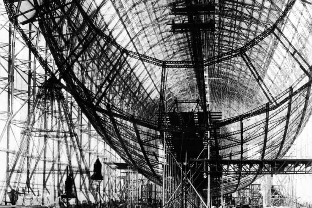 Mohutný, 245 metrů dlouhý a 41 metrů vysoký stroj byl vrcholem evoluce řiditelných vzducholodí