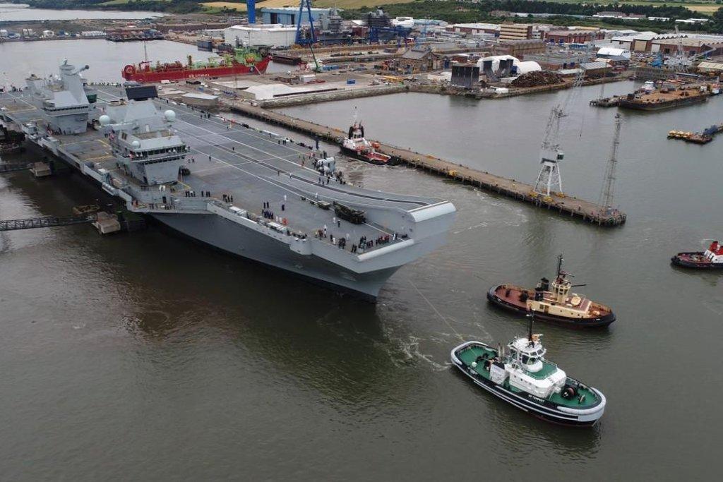 Britská vláda podle BBC utratila za výstavbu HMS Queen Elizabeth a její sesterské lodi HMS Prince of Wales více než šest miliard liber (asi 179 miliard korun).