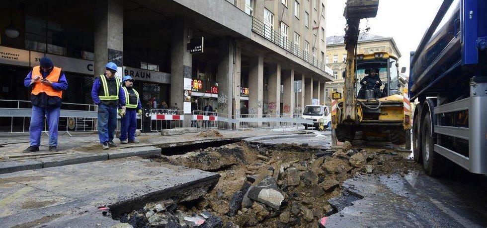 Havárie vody v Sokolovské ulici