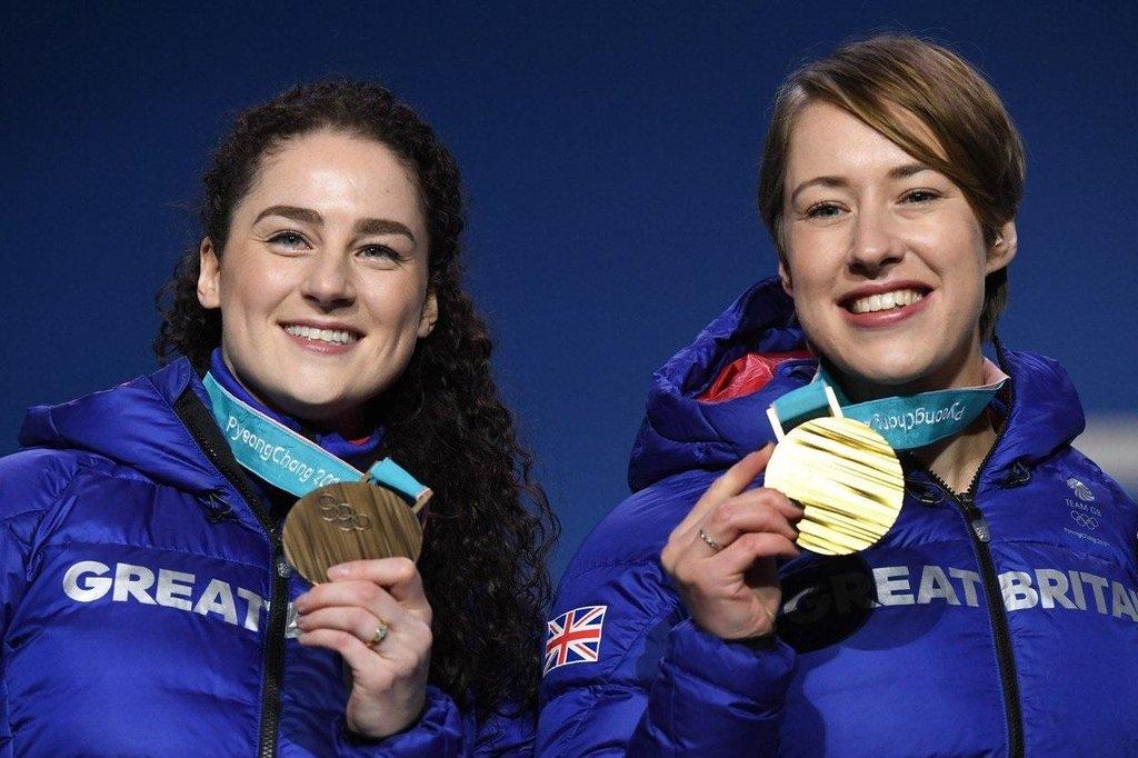Britské medailistky ve skeletonu. Bronzová Laura Deasová (vlevo) a zlatá Lizzy Yarnoldová (vpravo) na ZOH 2018 v Pchjongčchangu.