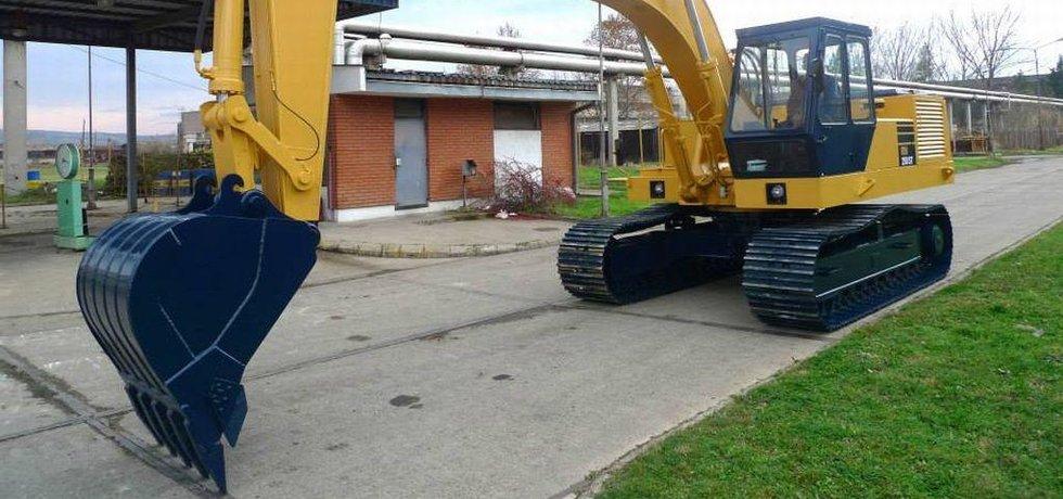 Bagr z produkce srbské strojírny IMK 14. Oktobar