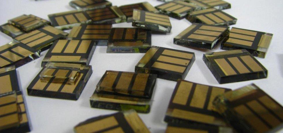 Perovskitové fotovoltaické články.
