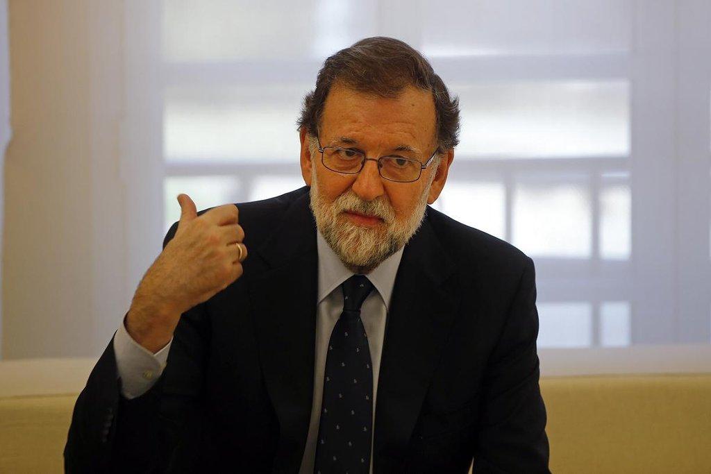 Mariano Rajoy – Španělský premiér čelil už během samotného referenda velké kritice za nepřiměřený zásah policie proti hlasujícím. Brzy však vyrazil do protiútoku. Sílu mu zřejmě dodalo i vyjádření španělského krále Felipeho VI., který separatisty ostře zkritizoval. Rajoy uvedl, že policie zasáhla tak důrazně kvůli tomu, že vláda neměla jinou možnost, jak zajistit pořádek.