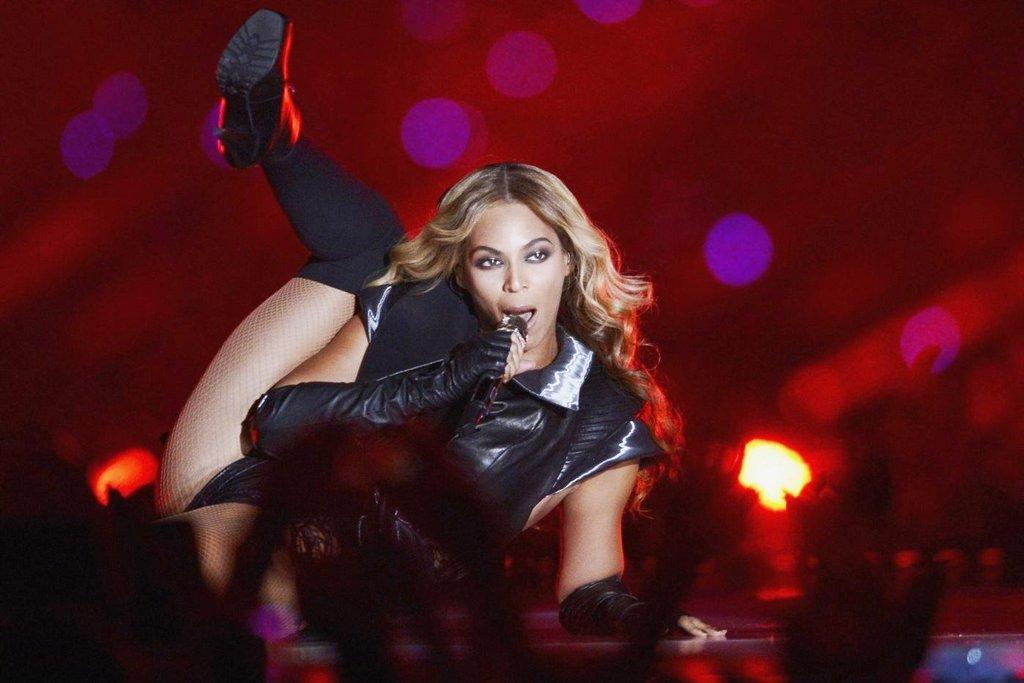 2. Beyoncé - 105 milionů dolarů. Populární zpěvačce vydělávají hlavně reklamní kontrakty, velký úspěch však zaznamenala i se svým posledním albem Lemonade.