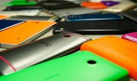 Mobilní telefony - ilustrační foto