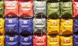 Padělků ikonického batohu přibývá, prodejce zavedl certifikát pravosti