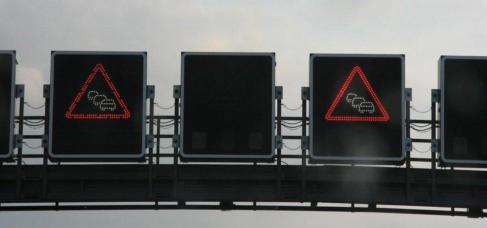 Značka kolona na dálnici (Zdroj: Flickr)