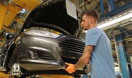 Výrobní linka v automobilce Ford