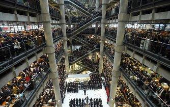 Zaměstnanci v sídle Lloyd's of London