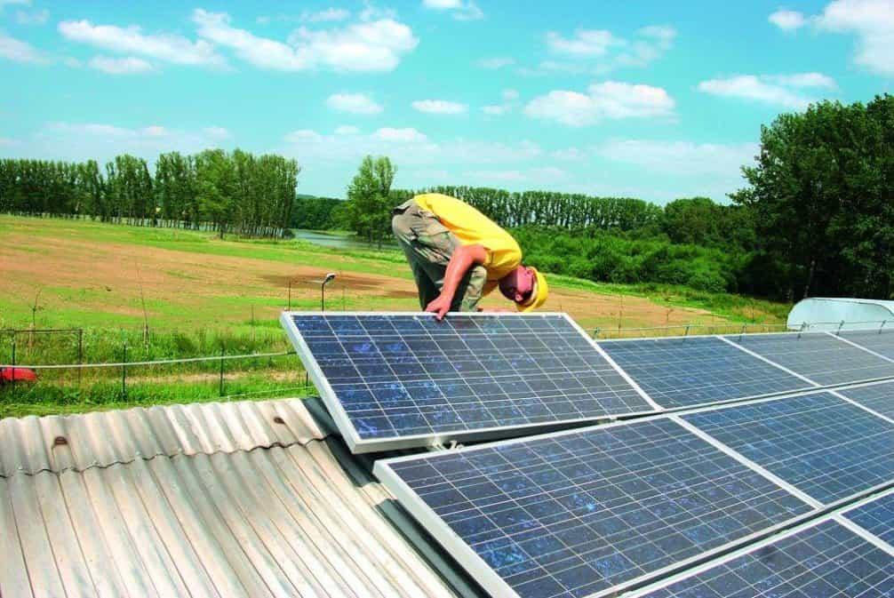 Firmy varují před tím, že solární panely nebude mít kdo instalovat, ilustrační foto