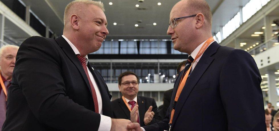 První místopředseda ČSSD Milan Chovanec a předseda Bohuslav Sobotka