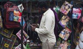 Pouliční prodej erotických časopisů v Indii, ilustrační foto