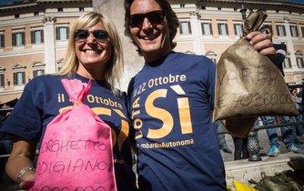 Manifestace příznivců větší autonomie severních regionů Itálie. I jim připadá, že z centra nedostávají služby adekvátní tomu, co odvádějí.