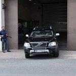 Automobil odváží z věznice ve Znojmě lobbistu Marka Dalíka, kterého Nejvyšší soud nechal 12. dubna okamžitě propustit.