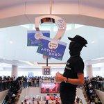 Happening aktivistů v obchodním centru