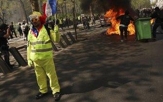 Protest hnutí žlutých vest v Paříži 20. dubna 2019.