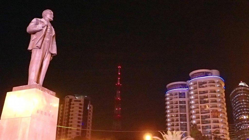 Vedle sochu Lenina rostou nvé hotely